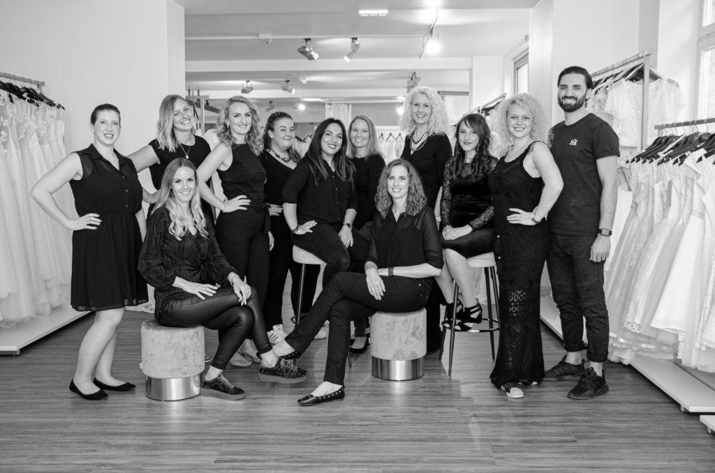 Brautmode-Shop: Rena Sposa vor Ort & Team